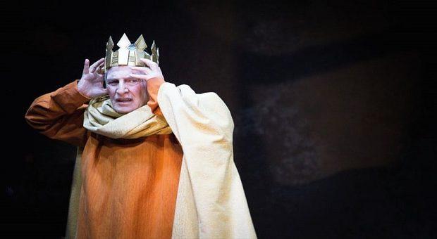 Carlo Cecchi recita in Enrico IV