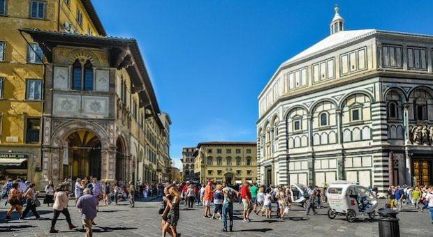 Veduta del Battistero di Firenze col sole