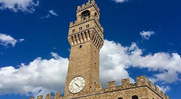 Veduta della Torre d'Arnolfo di Palazzo Vecchio a Firenze