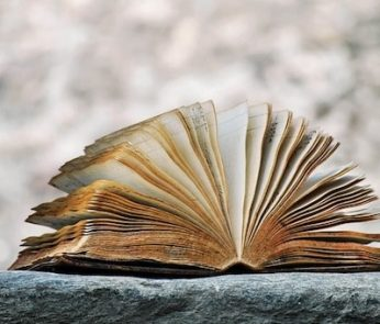 Libro pagine ingiallite