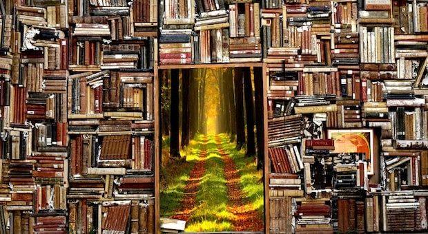 puzzle di libri accatastati