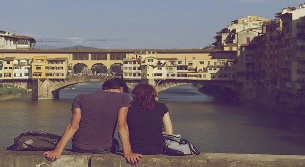 fidanzati di fronte a ponte vecchio