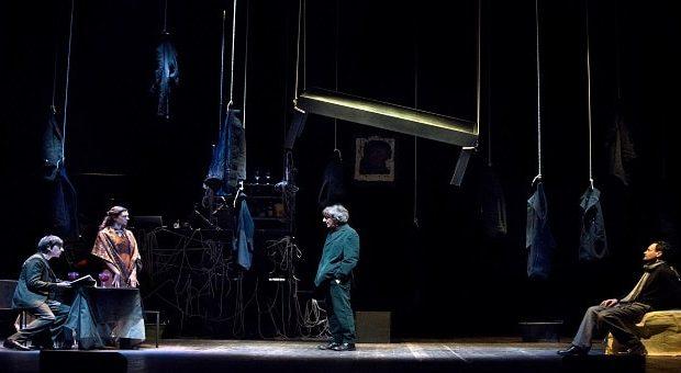 scena tratta dallo spettacolo Delitto/Castigo di Sergio Rubini