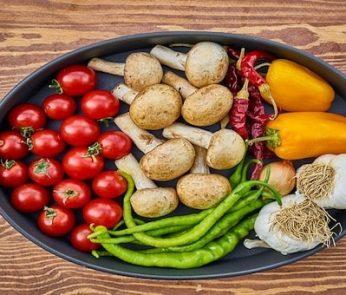 Pomodori, funghi, fagiloini e aglio