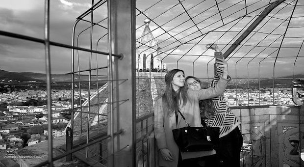 ragazze che si fanno un selfie a Firenze