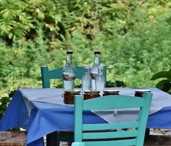 Tavolo all'aperto pranzo in giardino