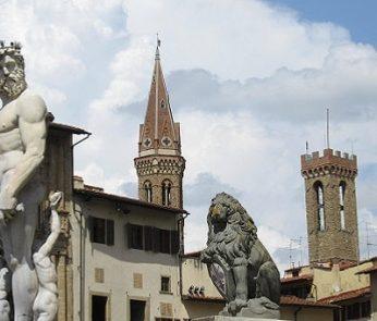 Fontana del Nettuno e campanili di Badia e del Bargello a Firenze