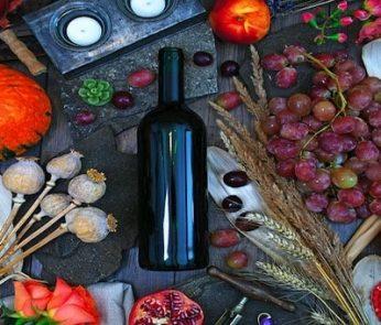 il cibo dell'autunno con bottiglia di vino