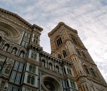 Duomo di Firenze visto dal basso