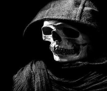 Scheletro nella notte di Halloween