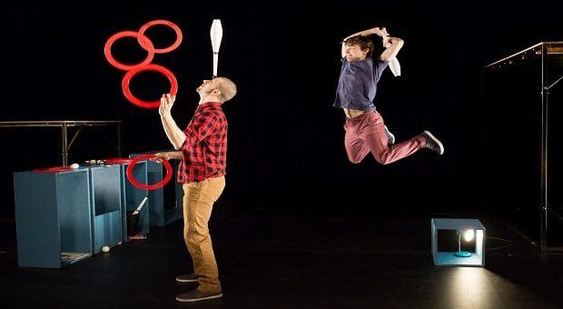 oggetti volanti e teatro circo