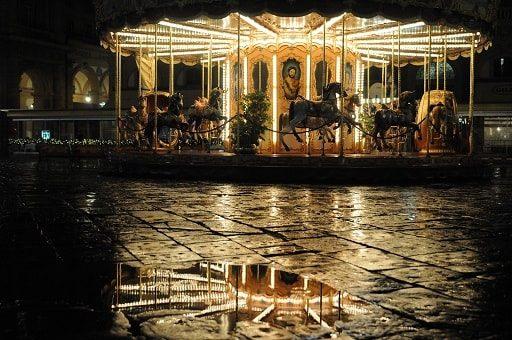 Giostra in piazza della Repubblica a Firenze