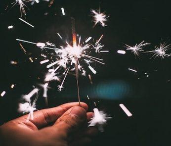 stella luminosa nella notte di capodanno